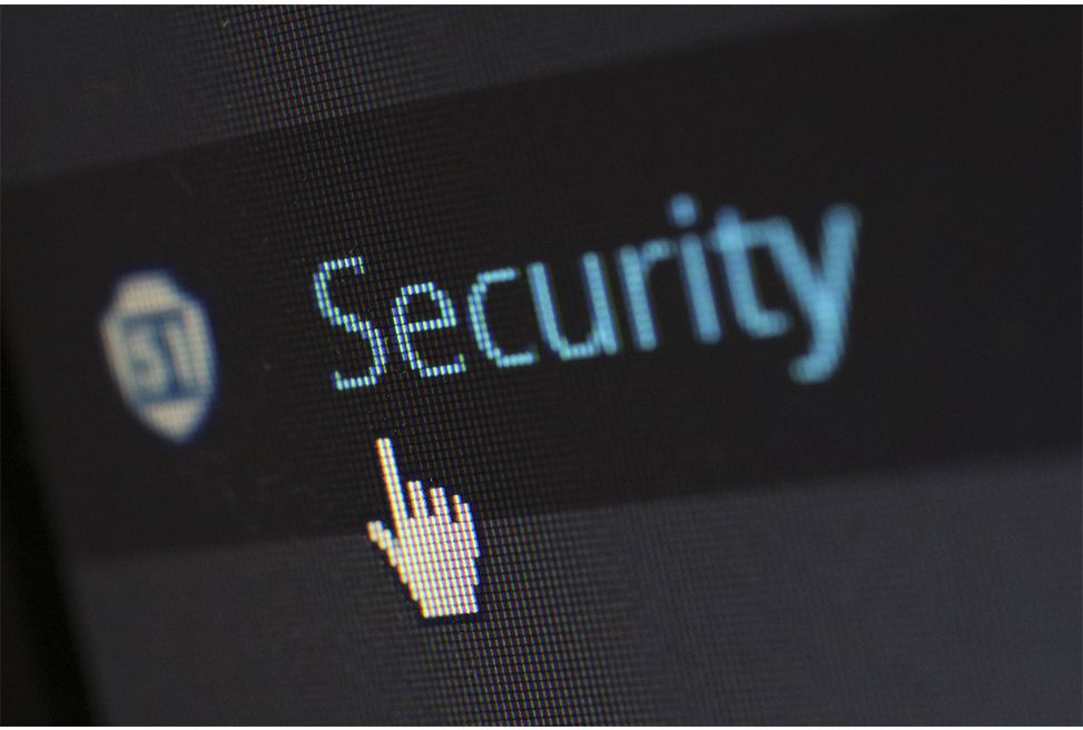 internet-screen-security-protection-60504.jpg. Font: Pixabay. Pexels