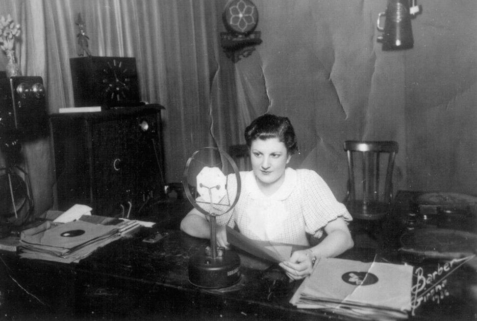 Desconegut. Maria LLuïsa Figa, locutora, 1937.